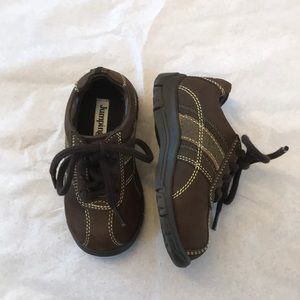 JUMPING JACKS LEATHER SNEAKERS.  NEW